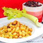 Comida a domicilio - Ensalada de garbanzos con tomates secos y pasas