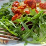 Comida a domicilio - Ensalada con rúcula y Grana Padano