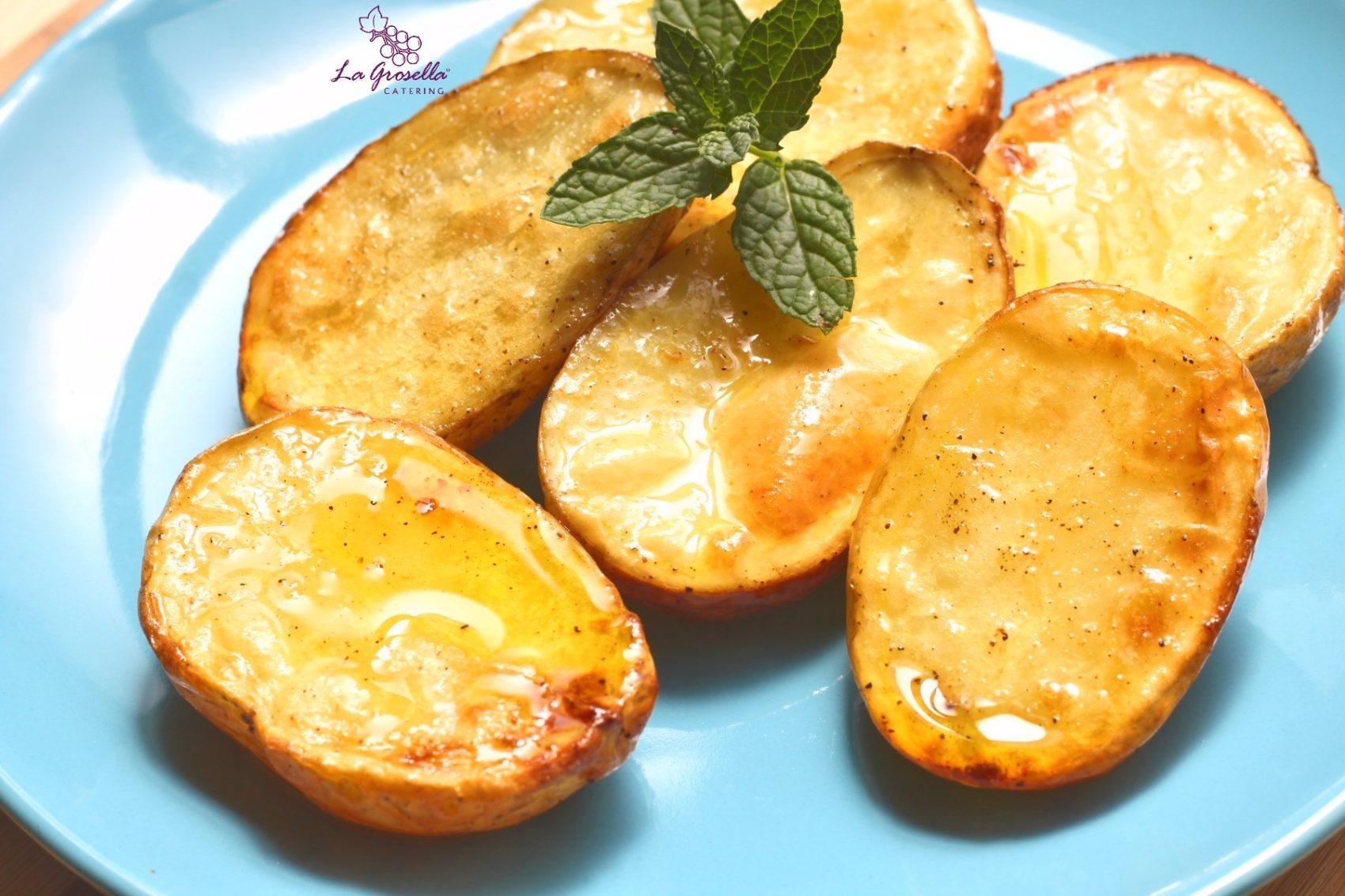 Patatas asadas en gajos