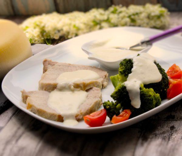 Lomo-asado-con-salsa-de-queso-Ulloa-y-sidra-de-La-Grosella