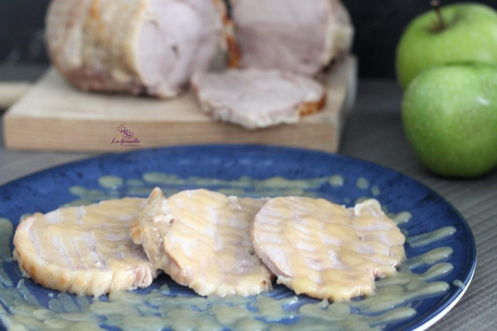 Rotí de pavo asado con puré de manzanas