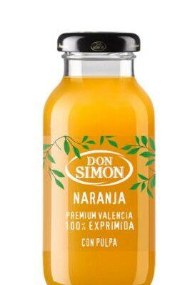 Botellita de zumo natural de naranja extra