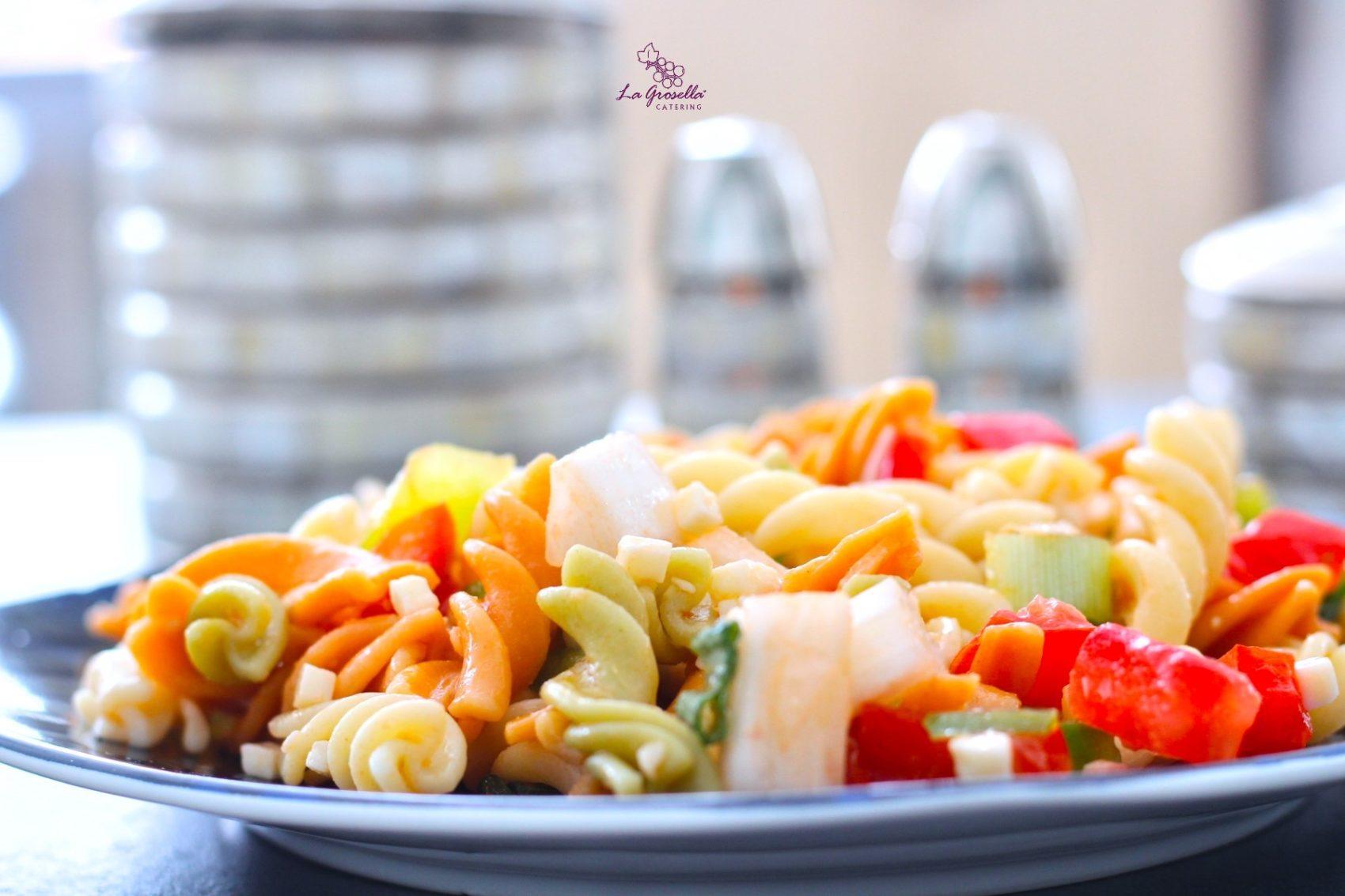 Ensalada de pasta con pavo y verduras