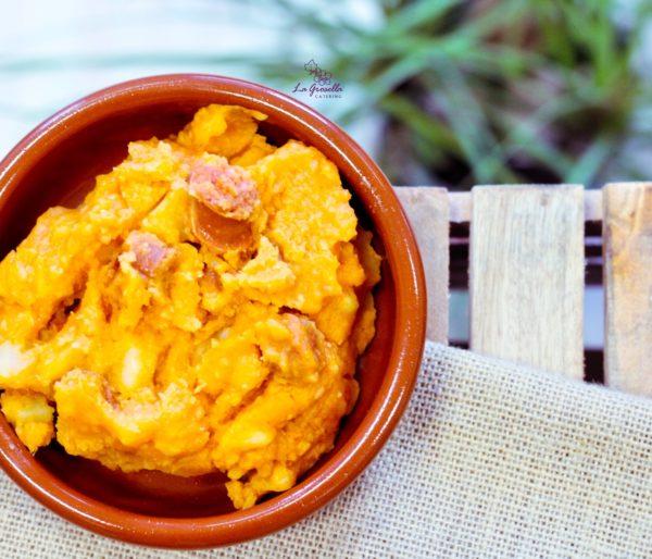Patatas revolconas con chistorra de La Grosella