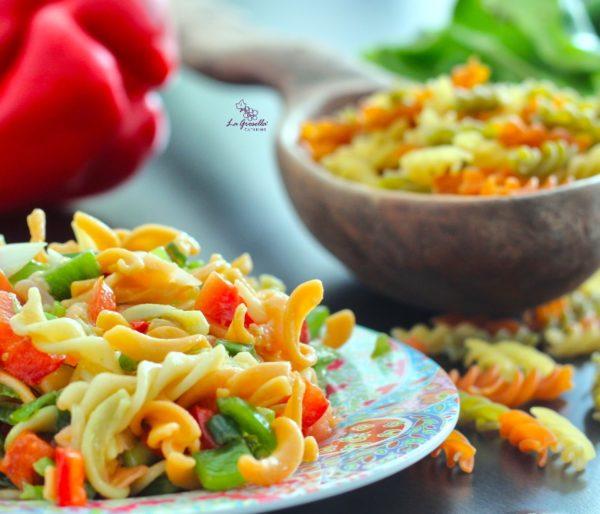 Ensalada de pasta con verduras y salmón de La Grosella
