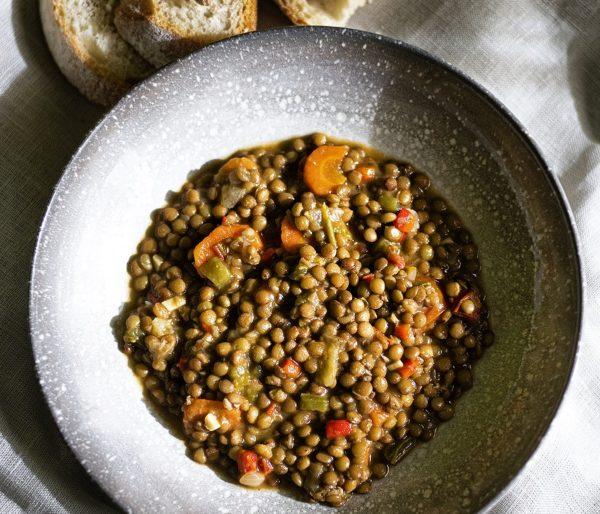 Lentejas estofadas con verduras de La Grosella foto de @sara_buzon para @davidelagrosella Instagram