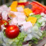 Comida a domicilio - Ensalada con pavo y queso cheddar