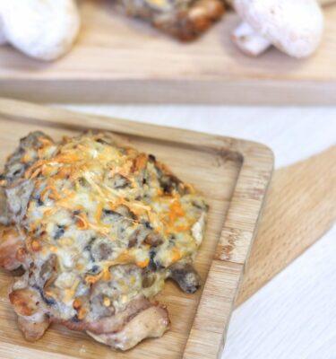Contramuslo de pollo gratinado con champiñones