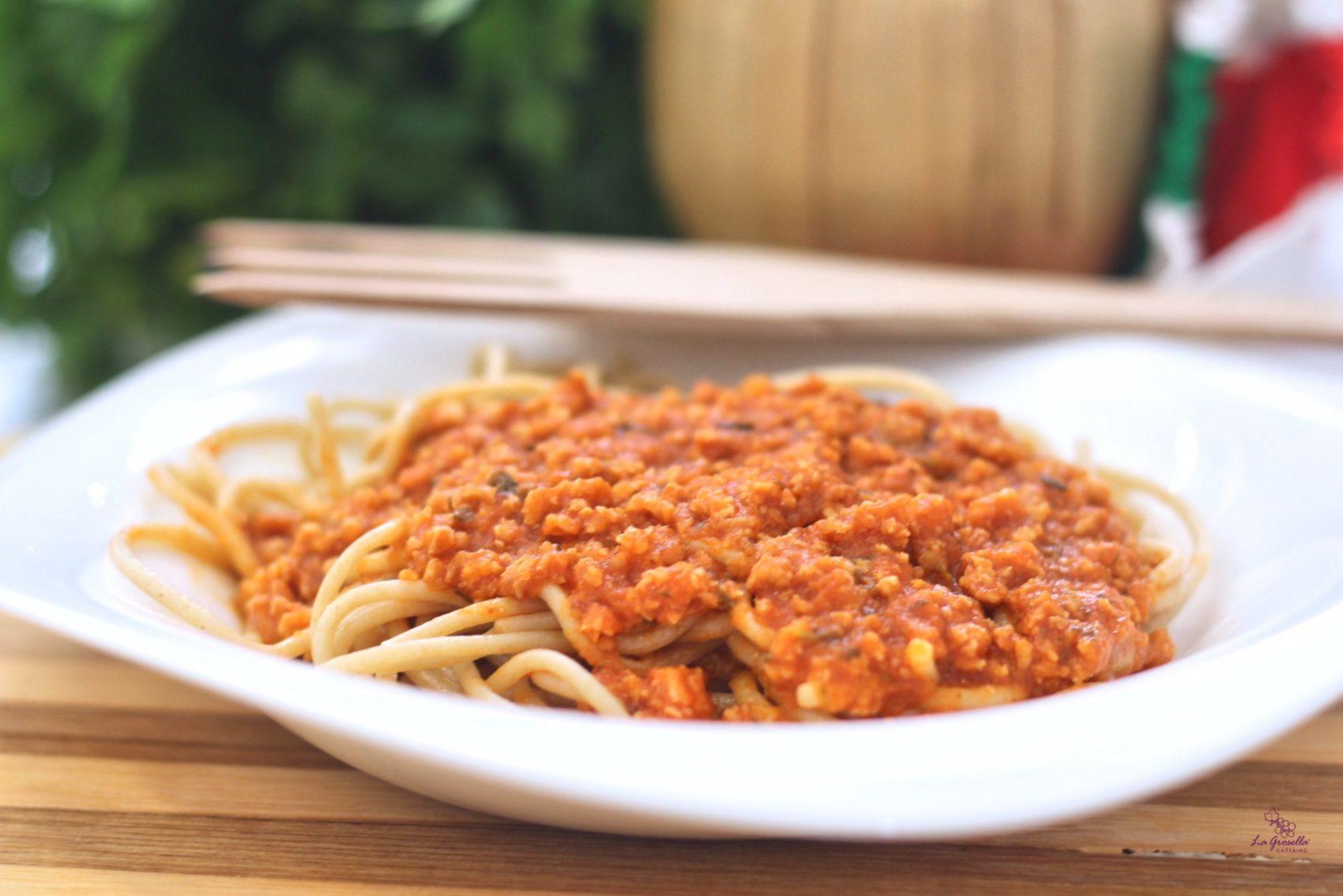 Espaguetis integrales con boloñesa de atún