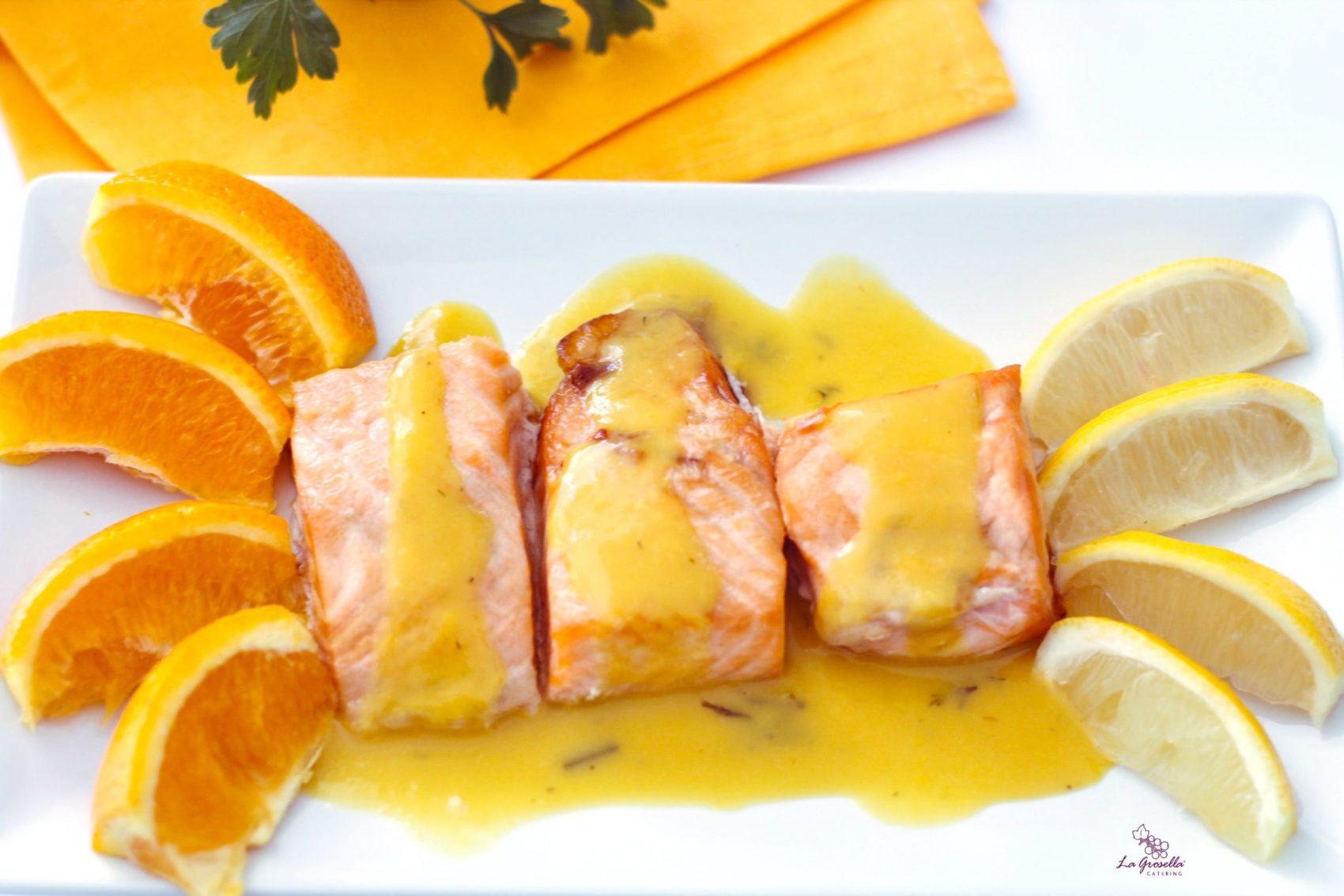 Salmón con salsa de cítricos y eneldo