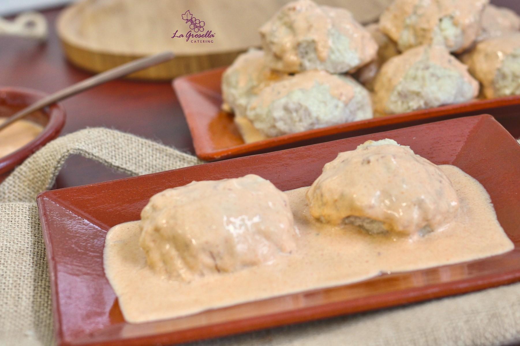 Albóndigas de pollo con salsa chipotle