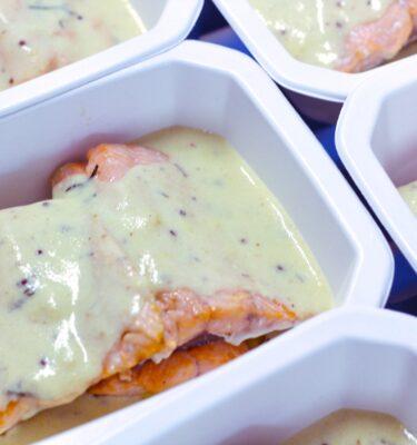 Salmón Keta con salsa de mostaza y yogur al eneldo